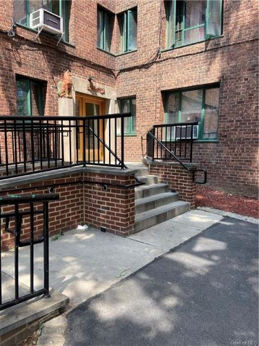 2-Bedroom House In Parkchester