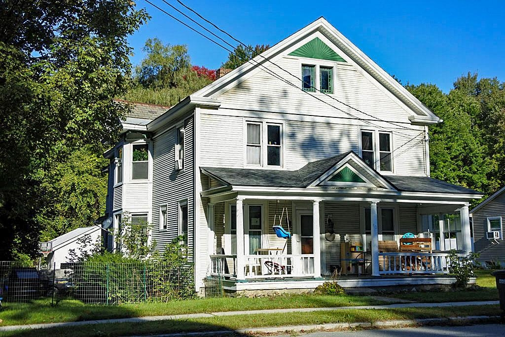 2-Story Multi-Family Home In Fair Haven