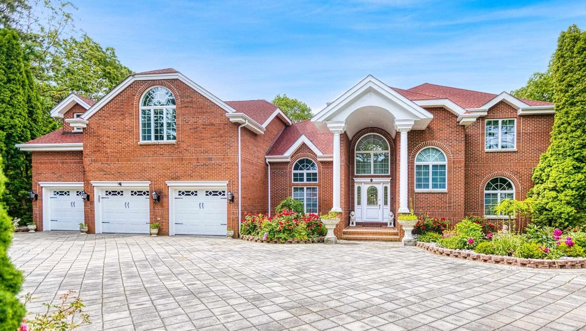 Upgraded 6-Bedroom House In Smithville