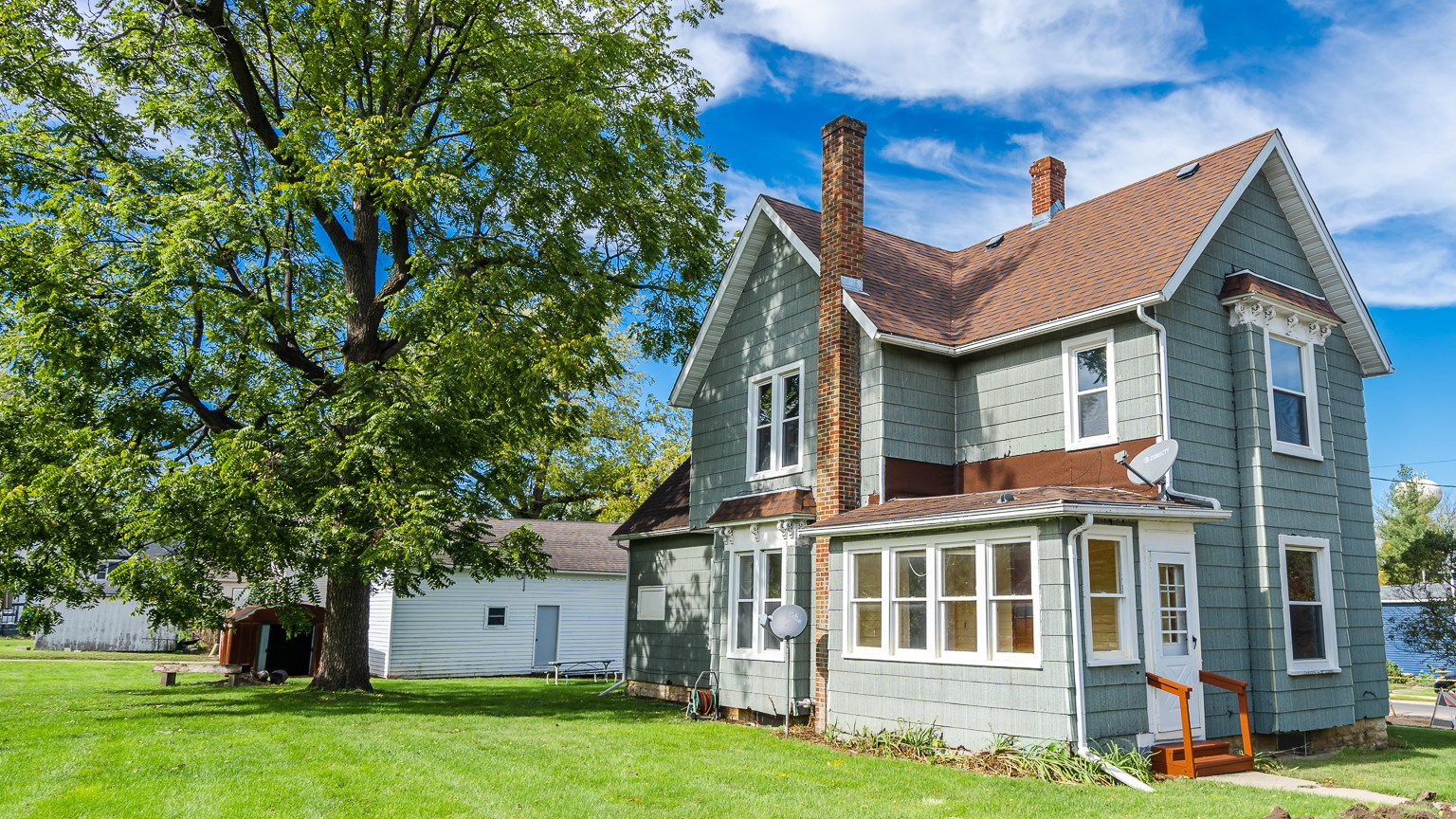 Multi-Family Home In Rowen Grout