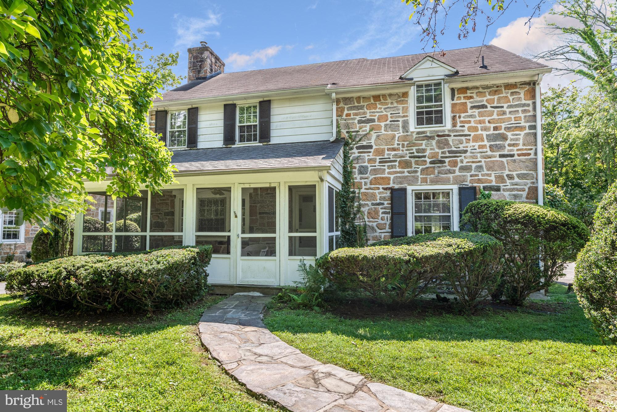 2-Story House In Haverford