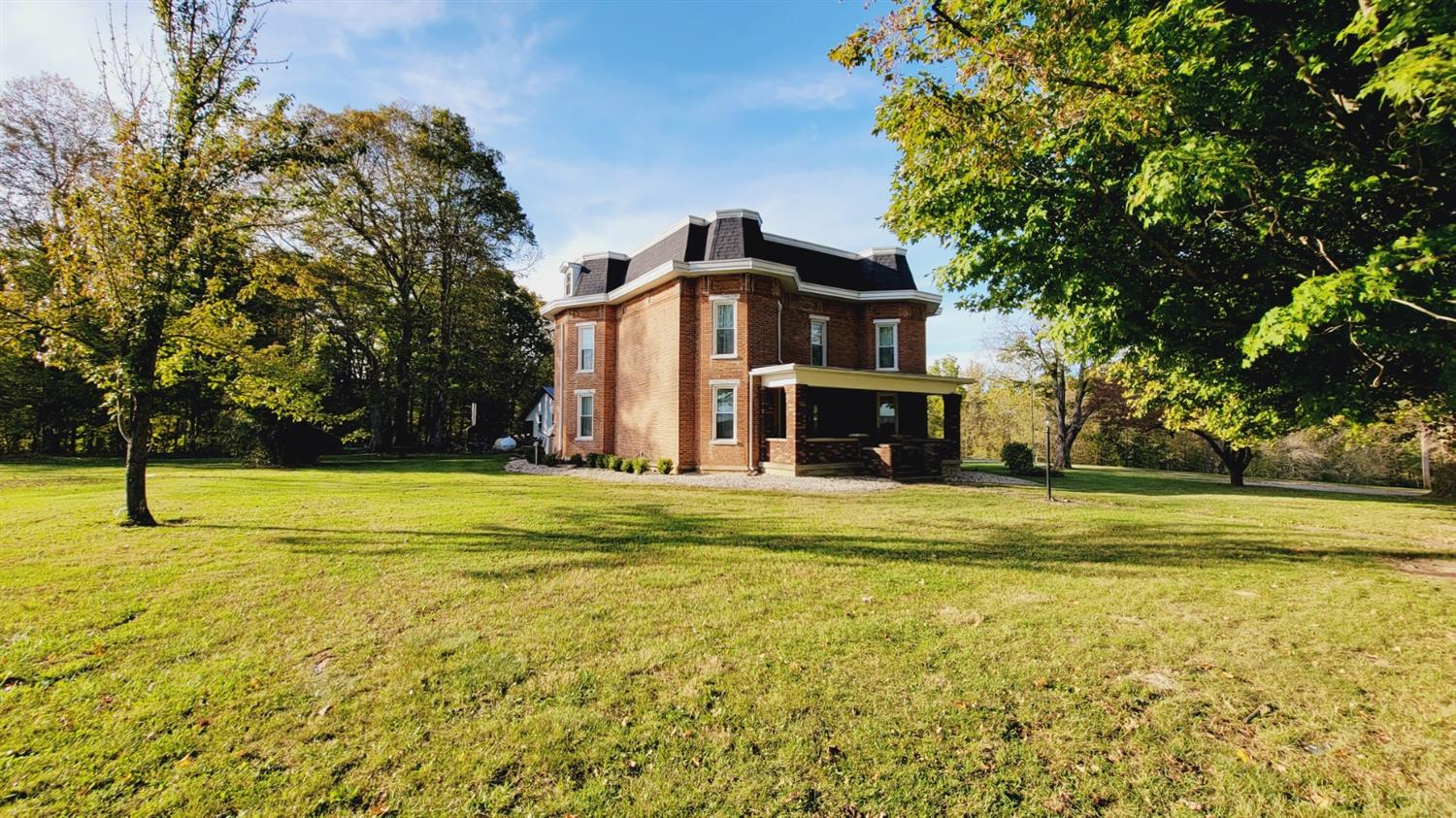 Updated 3-Bedroom Farm In Greenfield