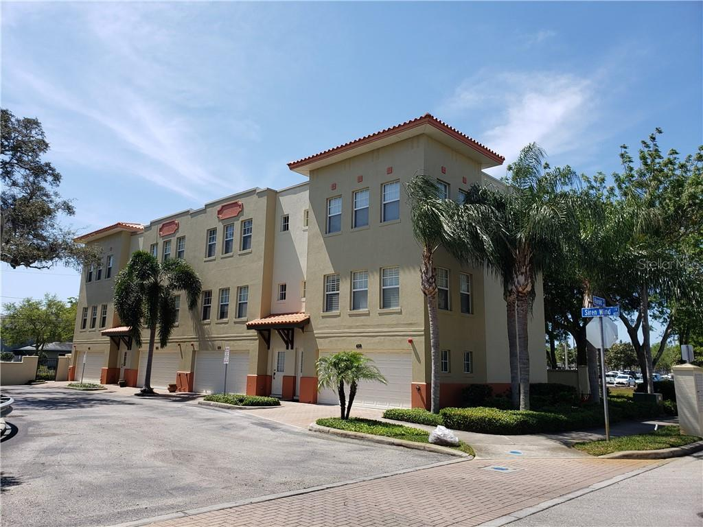 Remodeled 2-Bedroom Townhouse In South Gateway District