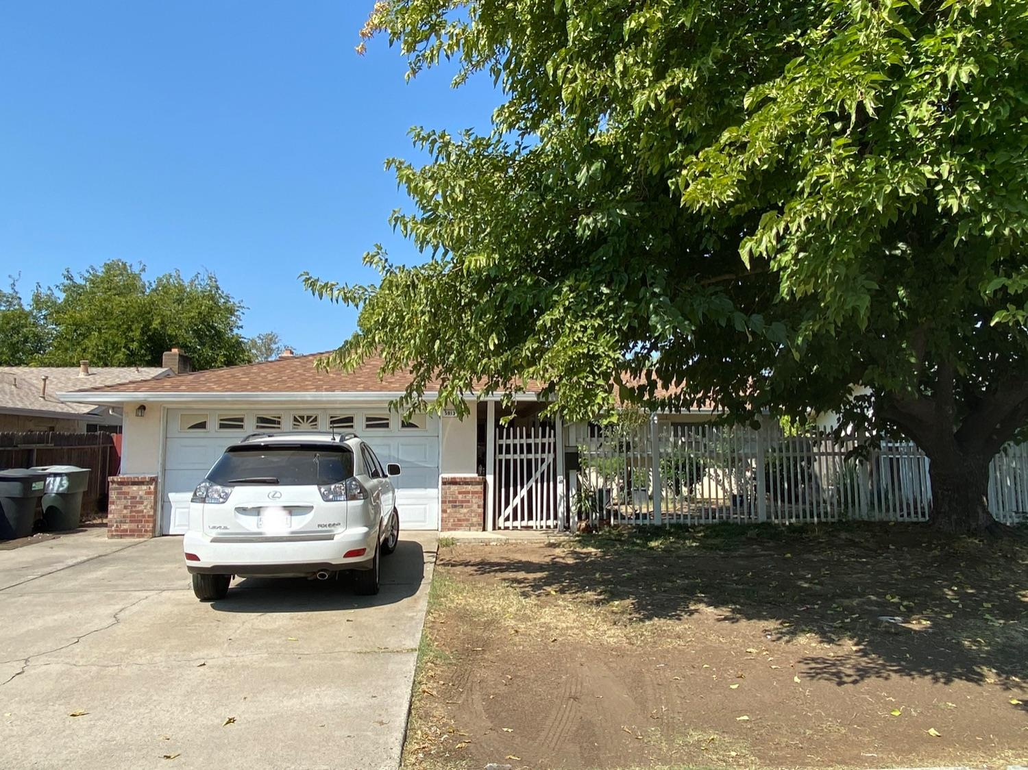 Updated 3-Bedroom House In Hillsdale