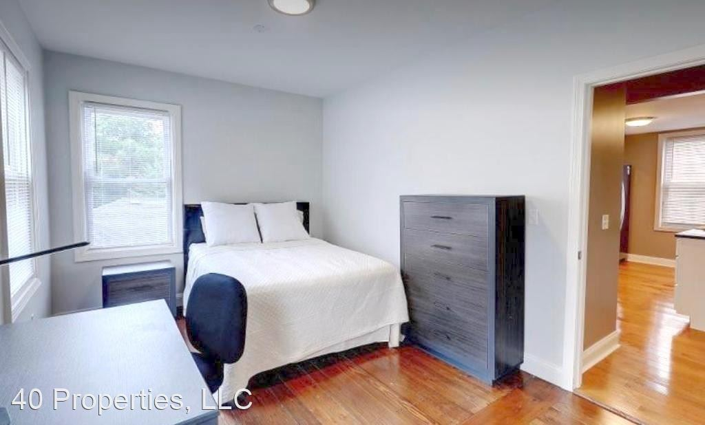 Renovated 6-Bedroom House In Fox Point