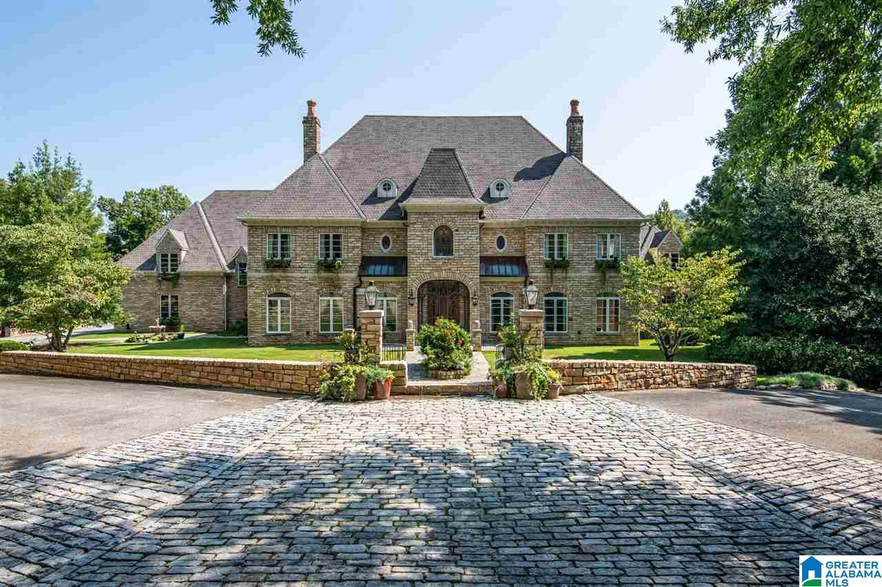Refined 6-Bedroom House In Greystone