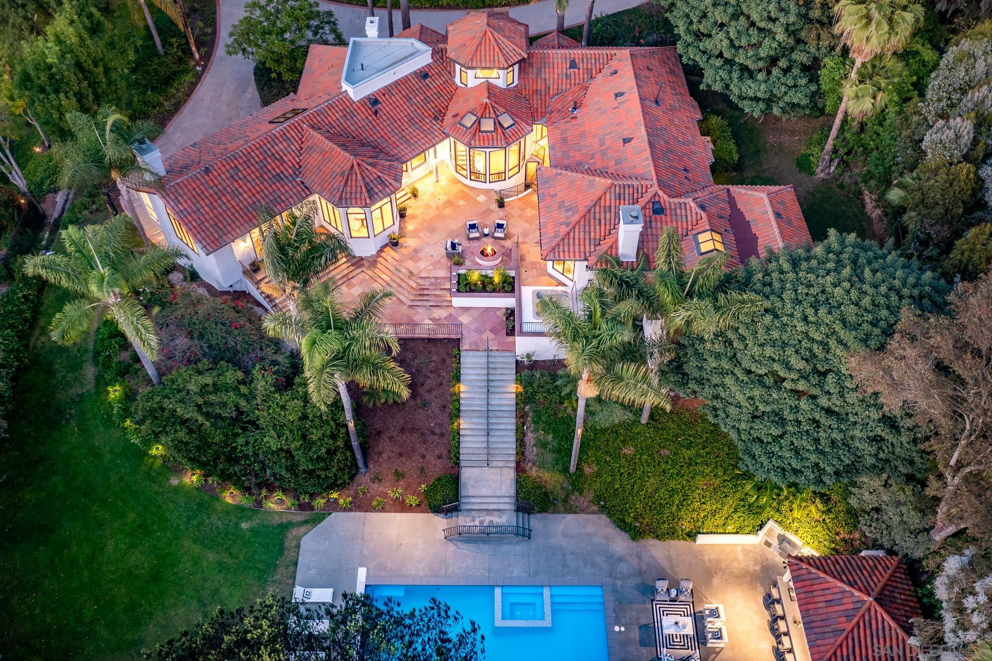 Luxurious 6-Bedroom House In Fairbanks Ranch