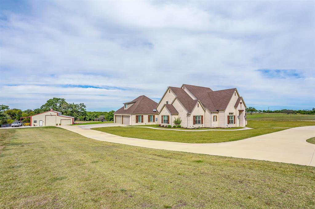 Stately 4-Bedroom House In Weatherford