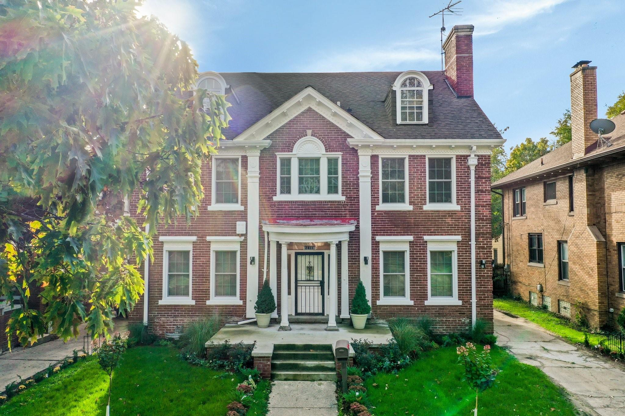 Stately 5-Bedroom House In Boston Edison West