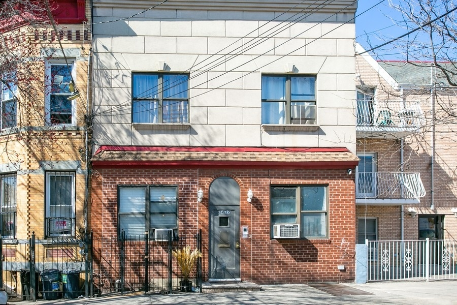 Multi-Family Home In Queens